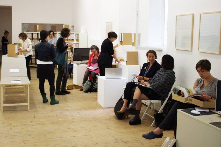 Slow portfolio viewing for curators